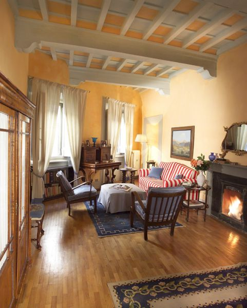 Casa tornabuoni a luxurious apartment in the historical for Casa living