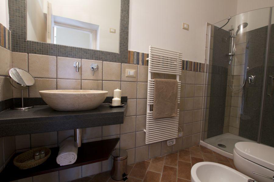 Il bottaccio casa vacanze a venturina terme costa degli for Foto bagni moderni arredati