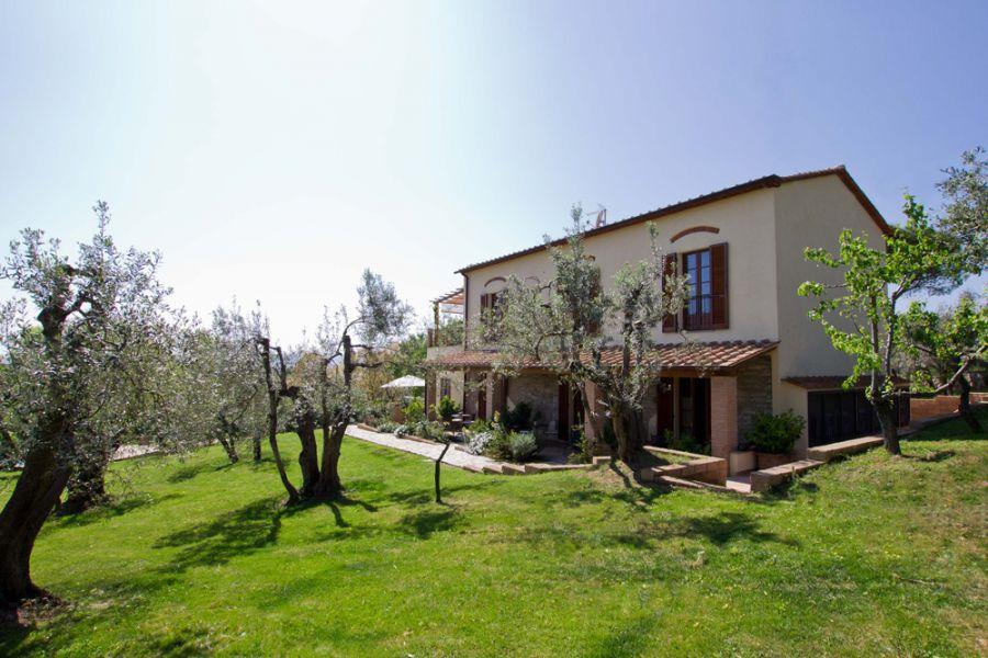 Il bottaccio vacation home in venturina terme etruscan for Esterno di case di campagna francesi